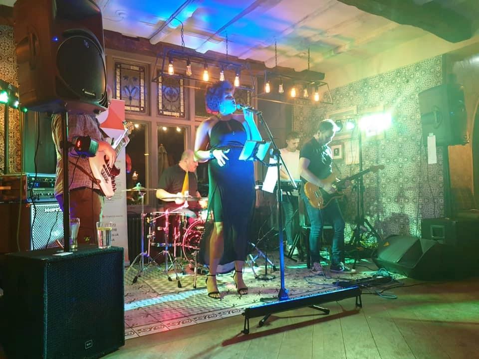 Live Music with the Kick Backs