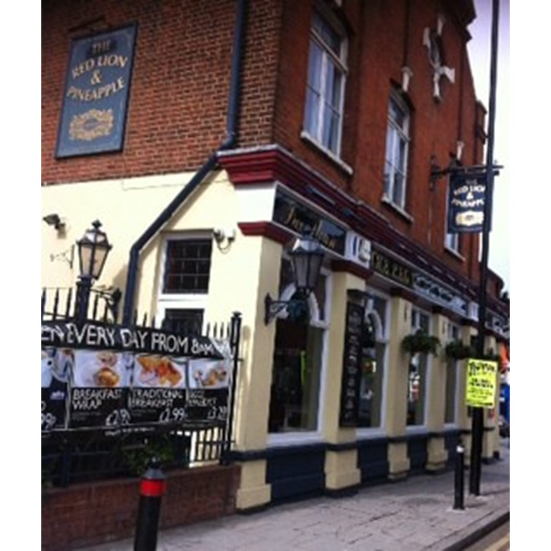 The Red Lion & Pineapple